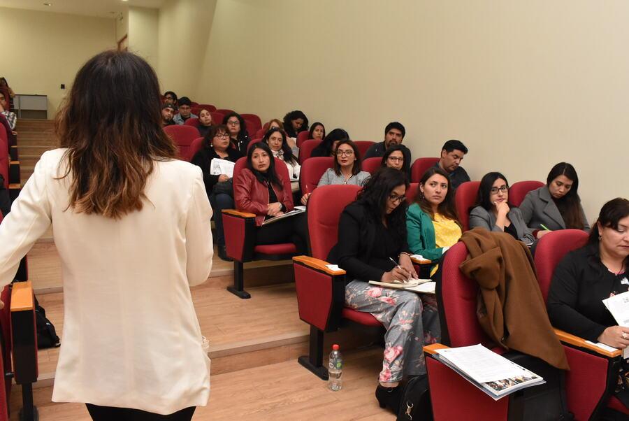 Académicos de departamento de Idiomas participan en III Coloquio Investigación-Acción para profesores de Inglés