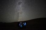 """Invitan a comunidad a participar de la """"astrofotografía con más personas"""" con la Vía Láctea de fondo"""