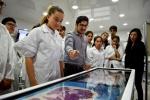 Estudiantes del Colegio San Lorenzo recorrieron la FACMED y conocieron el funcionamiento de sus laboratorios