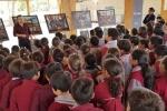 Universidad de Atacama llevó exposición de pintura sobre la historia de Copiapó a las escuelas